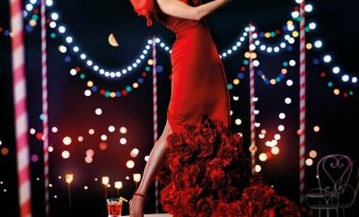 Uma-Thurman-vestida-por-Vicky-Mart-C3-ADn-Berrocal-para-el-Calendario-Campari