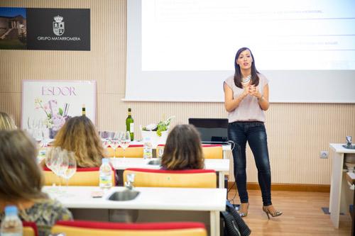Rebeca Fariñas, directora de marca de Esdor, fue la encargada de hablarnos de las propiedades de cada cosmético.