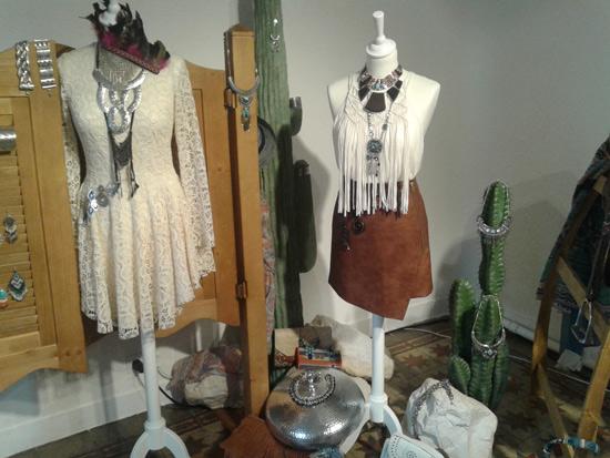 La tendencia texana es una de las grandes apuestas de la firma. Es perfecta para looks informales y desenfadados.