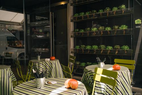 La terraza, junto al huerto vertical, es mi espacio favorito de este establecimiento.