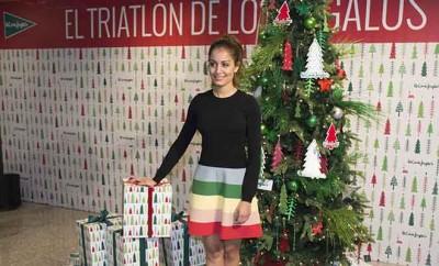 Hiba Abouk el triatlón de los regalos