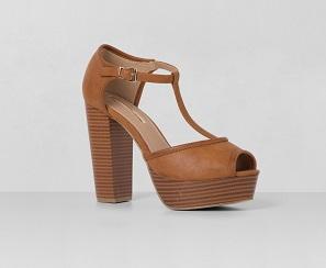 Zapato de plataforma de madera, de Blanco (35,95 €)