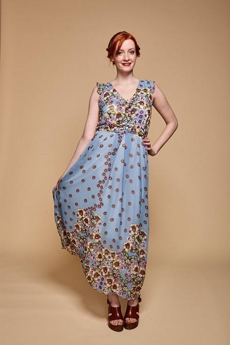 Vestido Almería azul de flores (41,90 €)