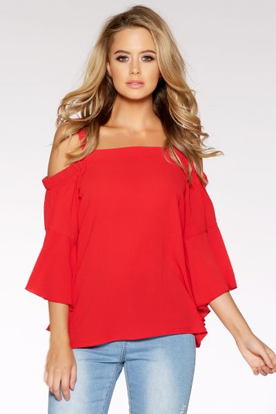 Blusa de manga acampanada y hombros despejados en color rojo 14,99 €