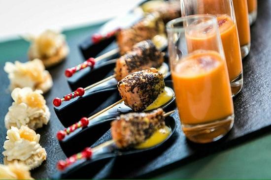 No hay quién les gane en los aperitivos. Sus propuestas son originales y están colocadas con un gusto exquisito.