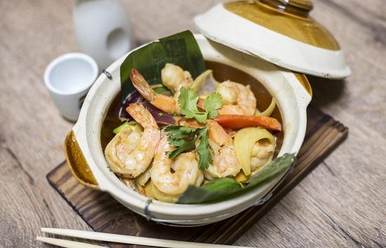 Curry Thai rojo de langostinos tigre, leche de coco y verduritas al fuego de wok V