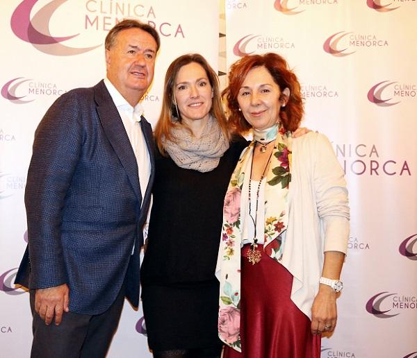 El doctor Ángel Martín, director de Clínica Menorca, y Alicia Navarro, responsable de comunicación, me presentaron esta gran innovación.