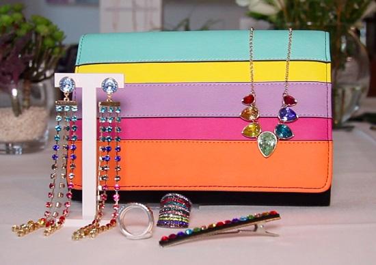 En verano no hay nada que favorezca más que unos complementos cargados de colorido.