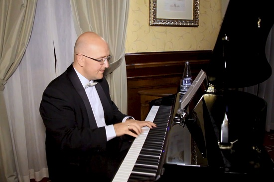 Piano bar 2