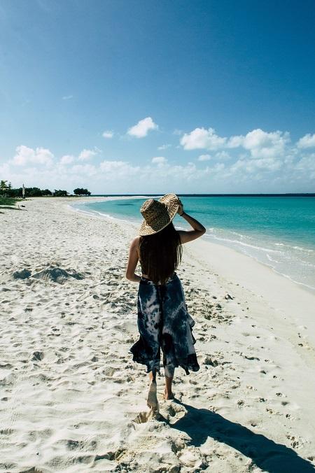 piernas-caminar por la playa