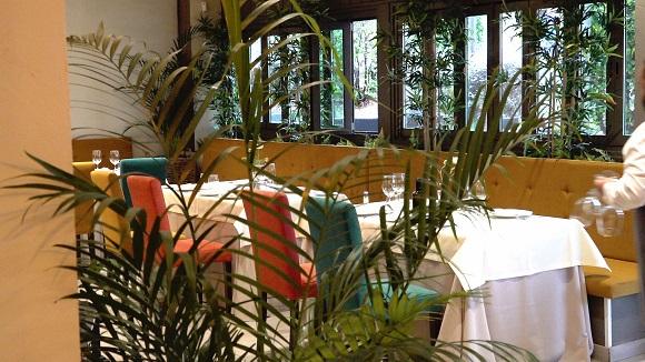 La combinación de colores del salón de Mariuca es súper acogedora.